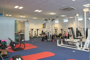 Fysiotherapie Mantinghcentrum Stadskanaal is voorzien van een professionele fitnesszaal waar u individueel of in groepsverband onder begeleiding van fysiotherapeuten oefeningen en cardiotraining kunt uitvoeren.
